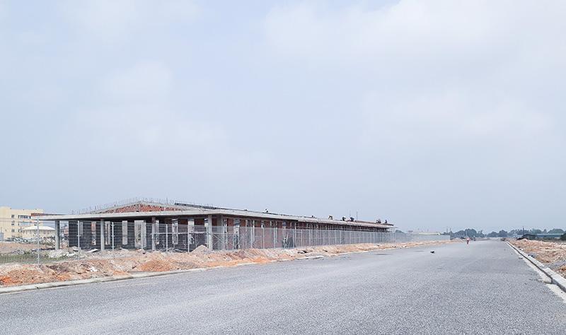 Nhiều dự án tại Cụm Công nghiệp Đông Ái Tử gấp rút xây dựng để đưa vào sử dụng kịp tiến độ. Ảnh: KKS